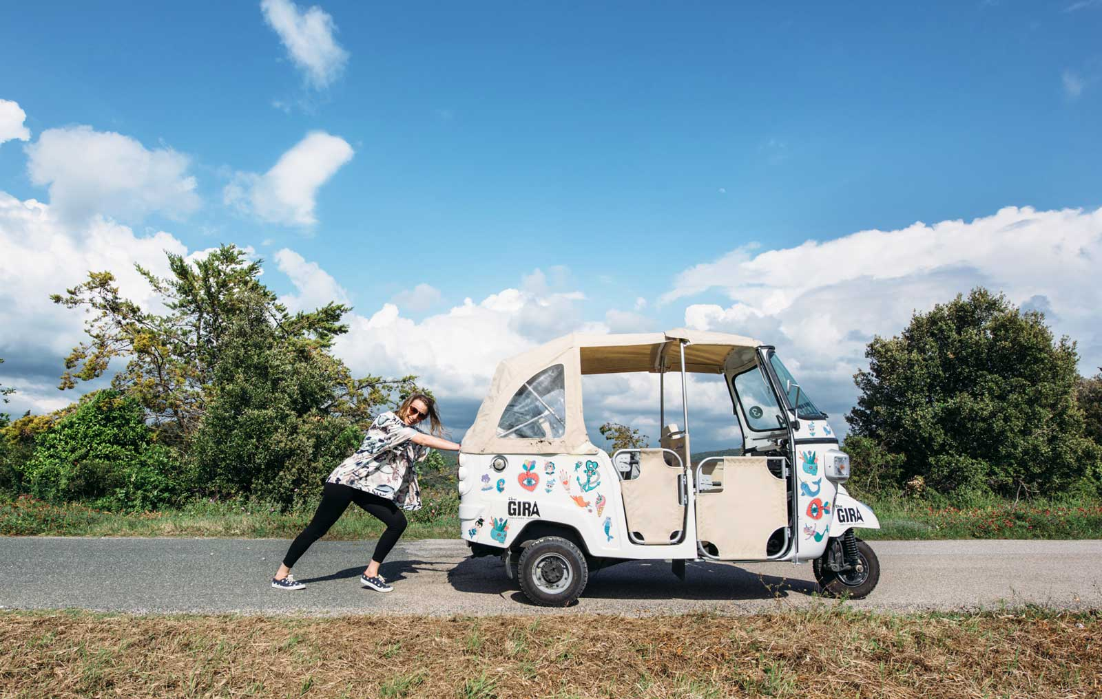 the gira ape tuktuk