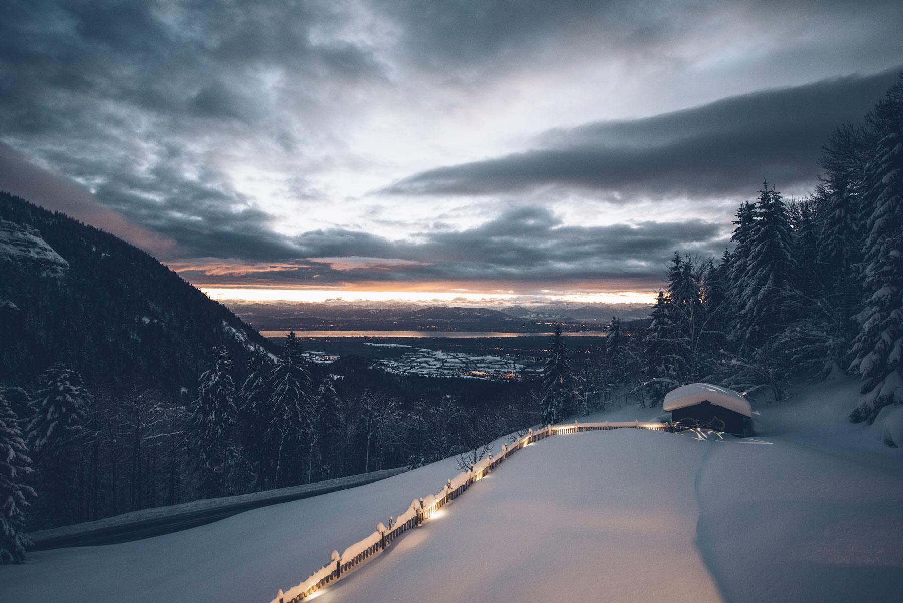 Vue sur les Alpes depuis les Montagnes du Jura à la Mainaz