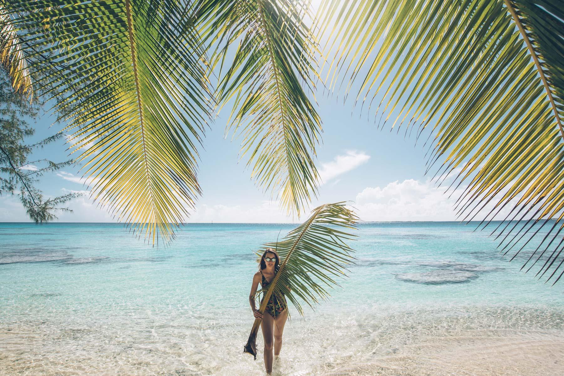 Plage le long de la route, Fakarava, Polynésie Française