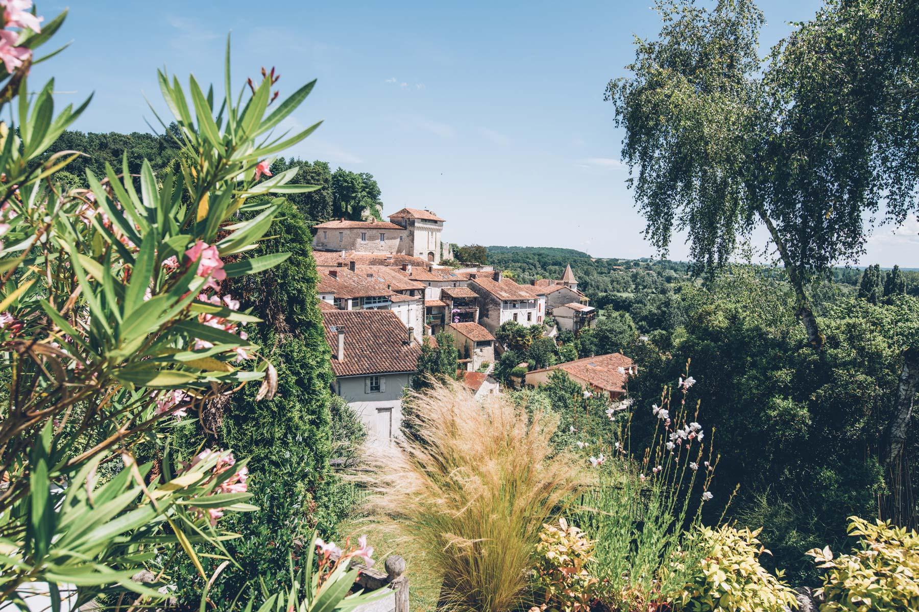 Le Village d'Aubeterre en Charentes
