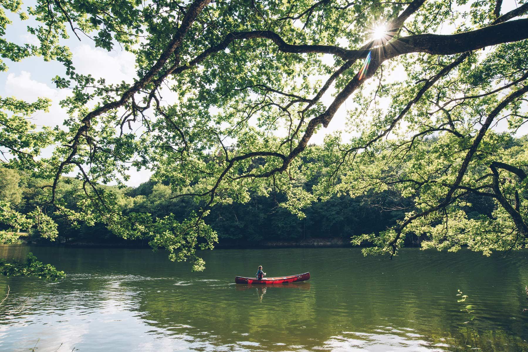Faire du canoe canadien dans le Morvan