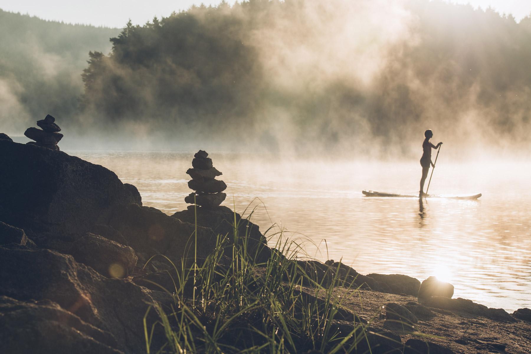 Paddle au lever de soleil, Morvan, Bourgogne