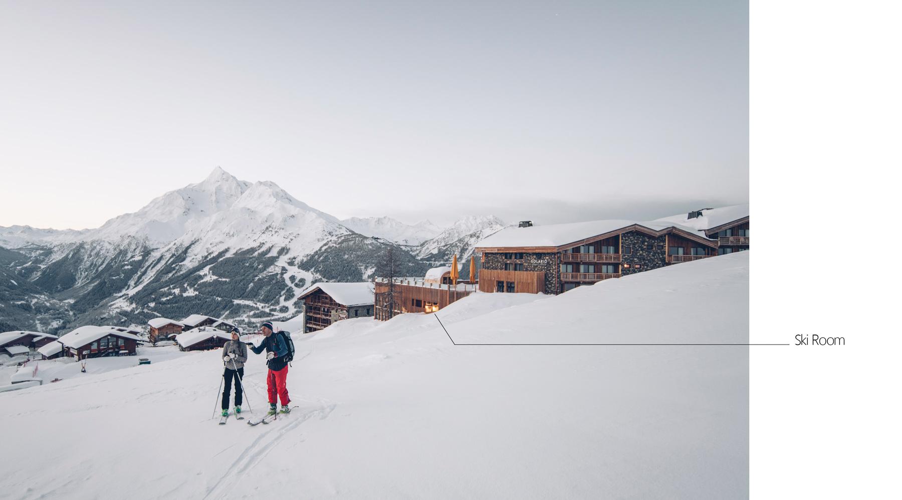 Depart ski de rando au pied de l'hotel Alparena
