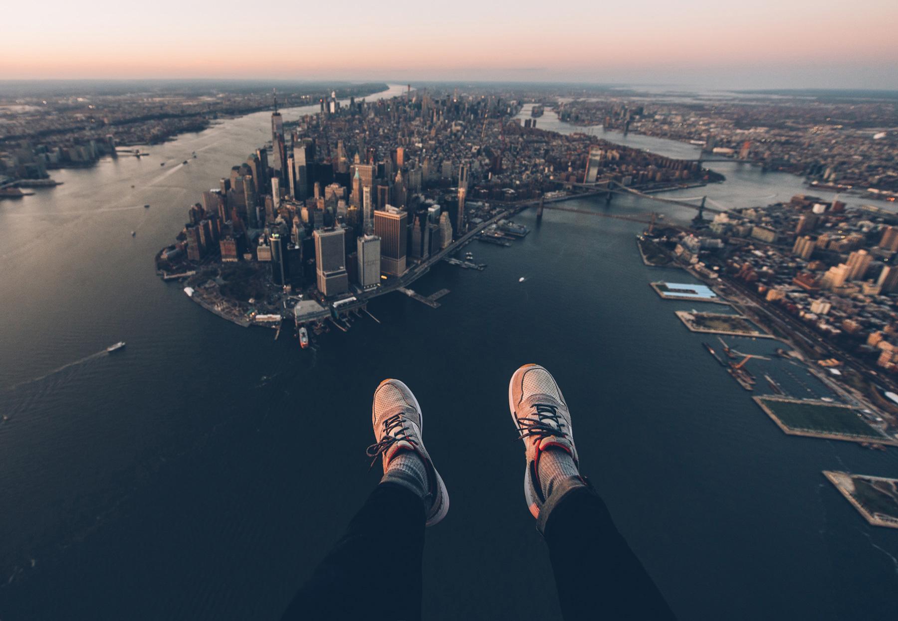 Vol en hélico à New York sans les portes les pieds dans le vide