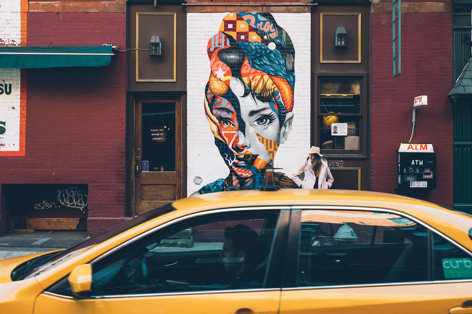 Ou est le Tag Audrey Hepburn à New York? Little Italy, angle de Broome et Mulberry Street