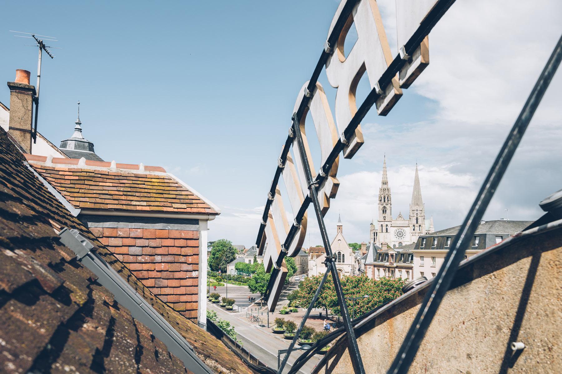 Le Grand Monarque, Chartres