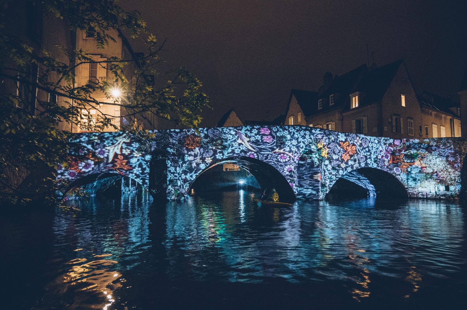 Chartres en Lumière, visite insolite en canoe de nuit