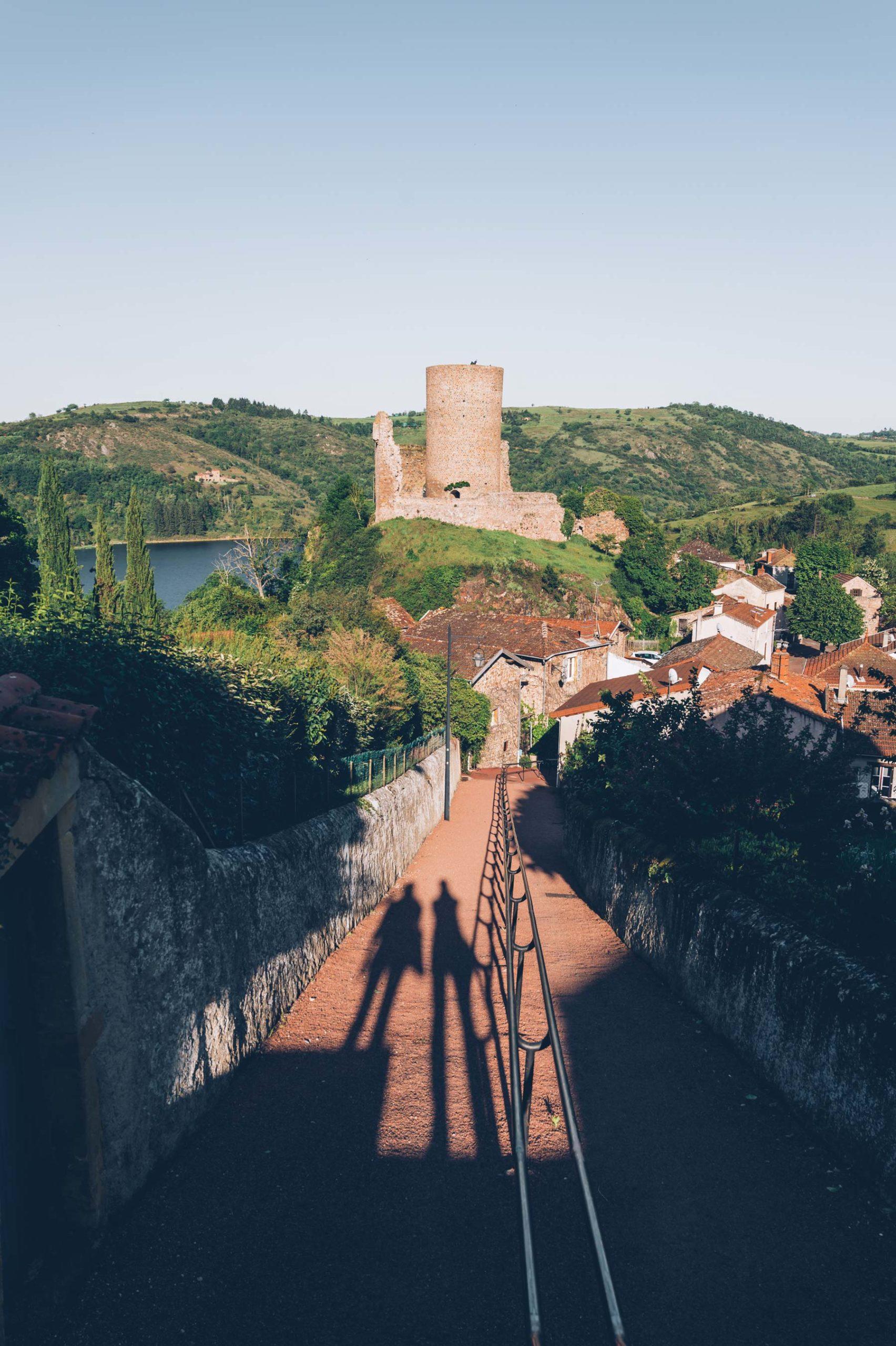 Beau village de la Loire: St jean St Maurice
