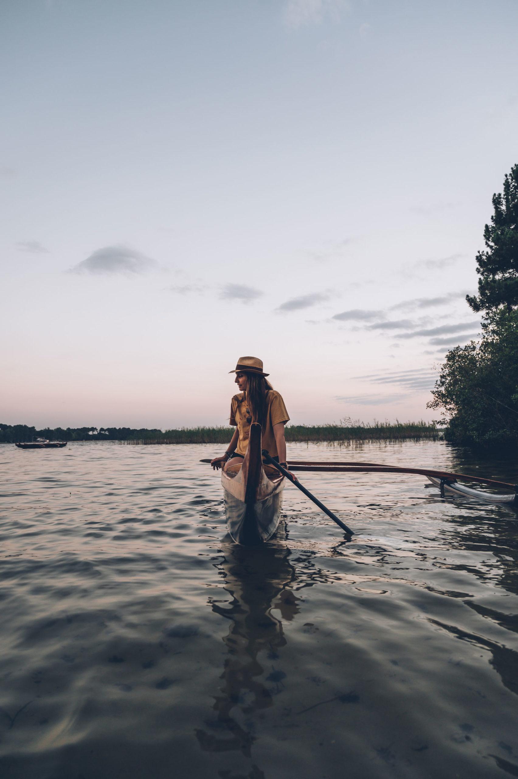 Pirogue sur le lac de Saguinet Biscarrosse